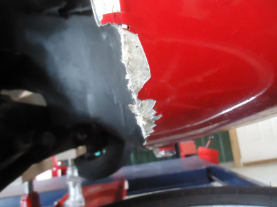 RF Wheel Arch Damage.JPG and